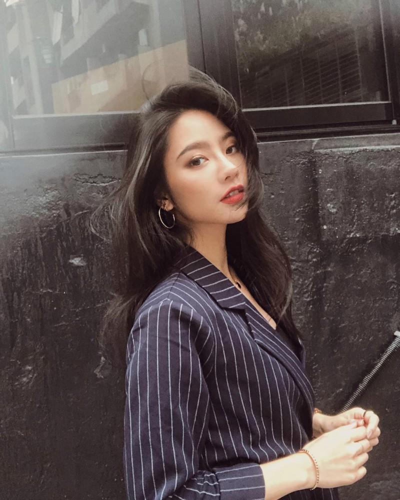 极品美女Jessica Lin 三点式比基尼性感翘臀诱人